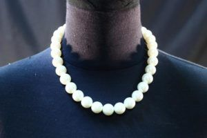 perles corail pierres colliers vintage must have seconde main blanc