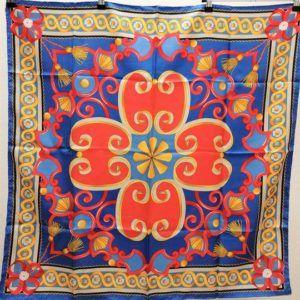 foulard carré de soie vintage seconde main luxe classe chic élégant bleu rouge motifs floraux indiens coloré