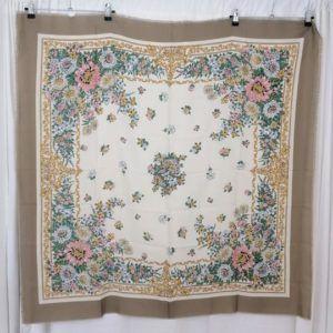 foulard carré de soie vintage seconde main luxe classe chic élégant fleurs fleuri printemps