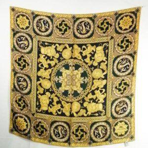 foulard carré de soie vintage seconde main luxe classe chic élégant noir or motifs original dior chanel lanvin