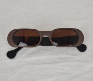 lunettes de soleil vintage emmaus seconde main moderne grises rectangle original